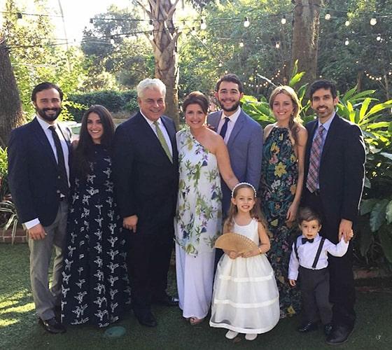 La familia de Alina al completo, con sus hijos, su esposo y sus nietos.