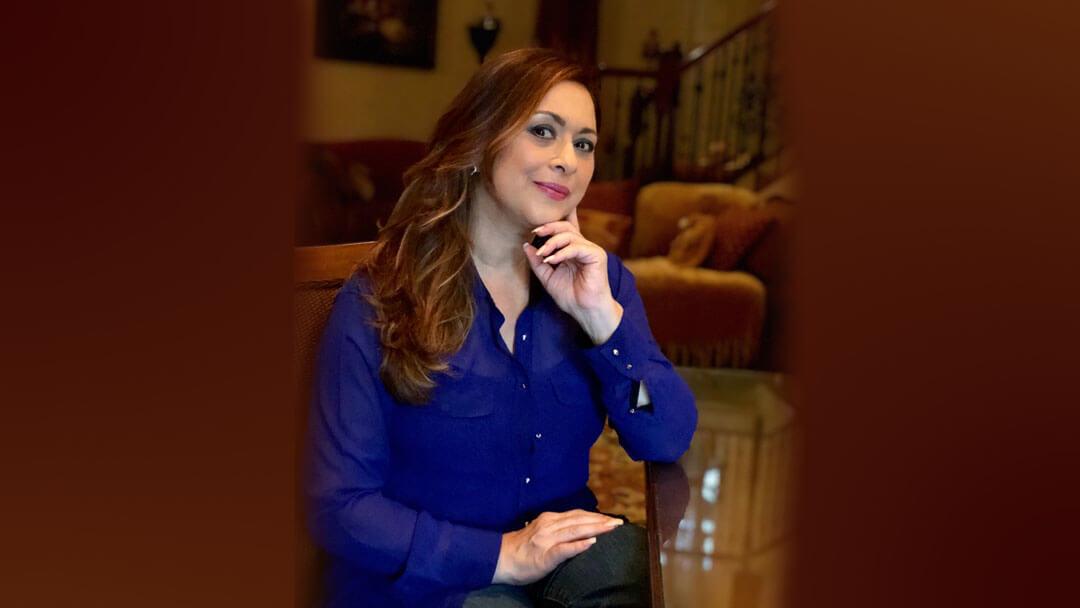 Neida Sandoval comparte sus bendiciones en la intimidad de su hogar